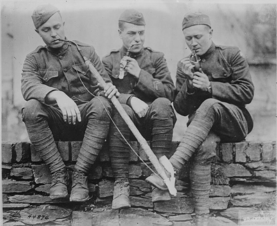 old-us-soldiers-smoking.jpg
