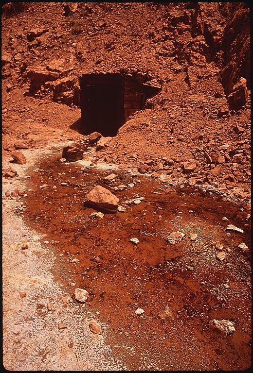DRAINAGE_FROM_AN_ABANDONED_MINE_POLLUTES_NEARBY_STREAMS_WITH_IRON_OXIDES_-_NARA_-_544056.jpg